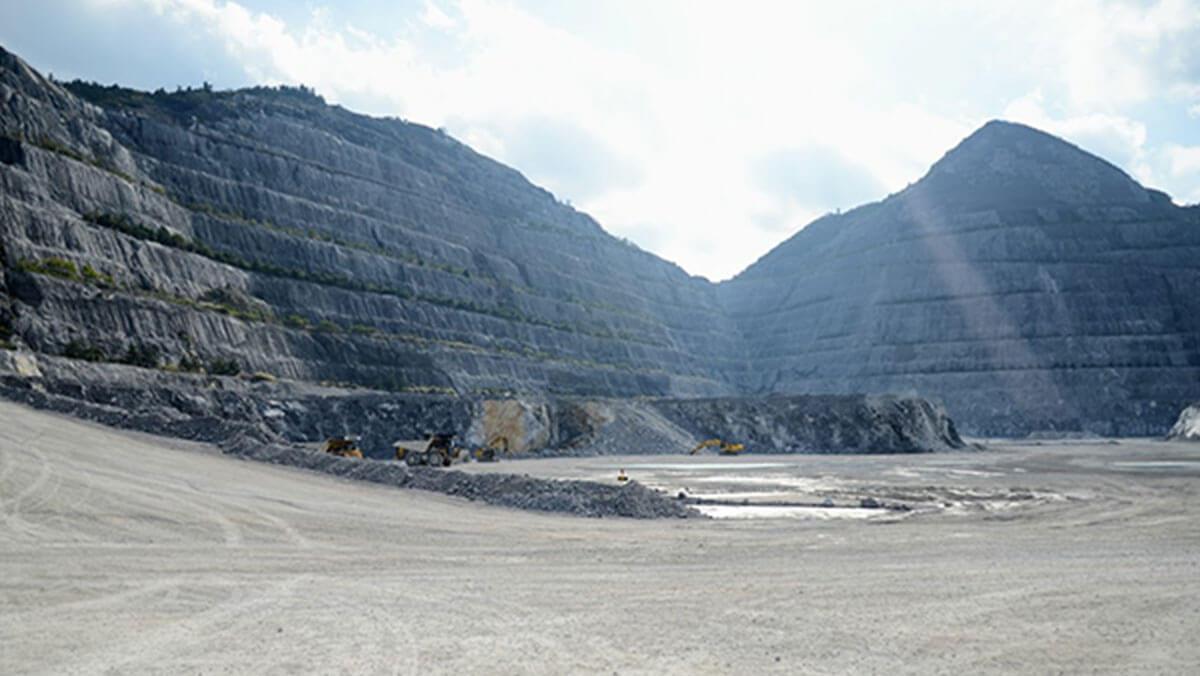 大分県津久見市にある石灰石鉱山